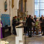 Der Kirchenchor Preims eröffnet den Gottesdienst gesanglich (© Herr Mag. Bernhard Wagner).