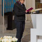 Frau Karin Oswald spricht die Fürbitten (© Herr Mag. Bernhard Wagner).