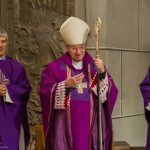 Emeritus Erzbischof Dr. Kothgasser spricht zu den Anwesenden (© Herr Mag. Bernhard Wagner).
