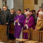 Im Mittelgang der Kirche während des Schlussliedes (© Herr Mag. Bernhard Wagner).