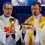 ... und der Provisor mit dem Diakon an dessen Ende bei der Doxologie (© Herr Mag. Bernhard Wagner).
