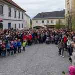 Am Schulplatz zahlreich zur Palmweihe ... (© Herr Mag. Bernhard Wagner)