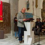 Herr Fritz Richter erläutert den Anwesenden den weiteren Ablauf der Liturgie (© Herr Mag. Bernhard Wagner).