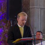 Herr Thomas Salzmann beim Gesang zwischen den Lesungen (© Herr Mag. Bernhard Wagner).