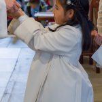Erster Empfang des Leibes Christi von den Erstkommunionkindern ... (© Herr Mag. Bernhard Wagner).