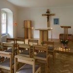 Die neugestaltete Hauskapelle in verschiedenen Blickrichtungen ... (© Herr Mag. Bernhard Wagner).