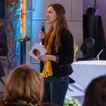 Die Moderatorin leitet auf den nächsten Teil des Nachmittags über (© Herr Mag. Bernhard Wagner).