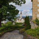 Blick zur Rosenkranzkirche von der Pfarrkirche Maria Wörth aus ... (© Herr Mag. Bernhard Wagner).