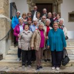Gruppenfoto vor dem Kirchportal (© Herr Mag. Bernhard Wagner).