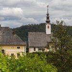 Rosenkranzkirche, davor der Pfarrhof (© Herr Mag. Bernhard Wagner).