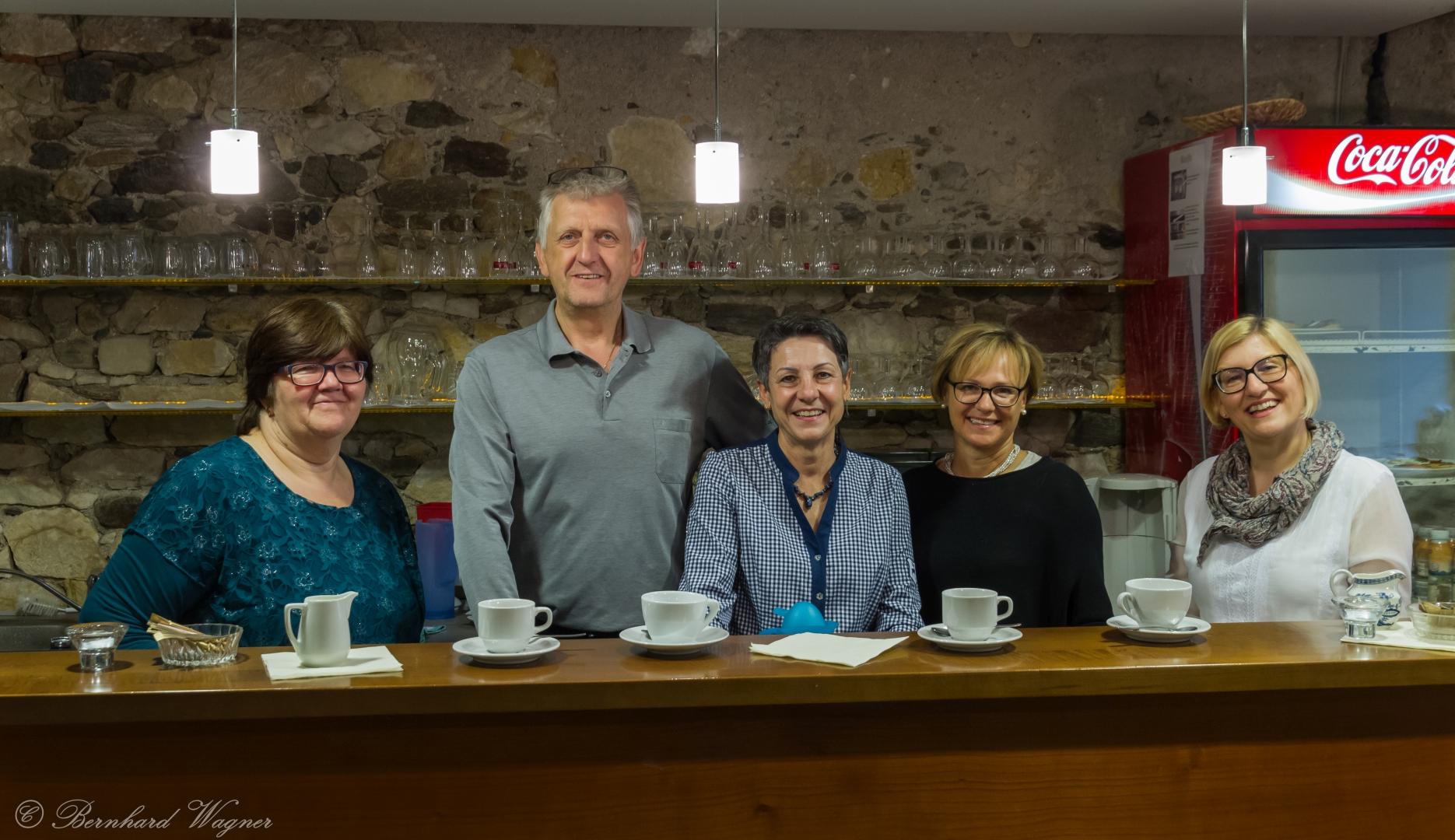 Mitglieder der Wolfsberger Markusbühne gemeinsam mit Pfarrsekretärin und Pfarrgemeinderätin Frau Claudia Cufer (links)