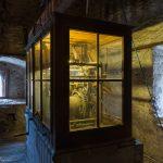 Altes Turmuhrwerk im Raum unterhalb der Glockenstube, hier in Blickrichtung Nordosten ... (© Herr Mag. Bernhard Wagner)