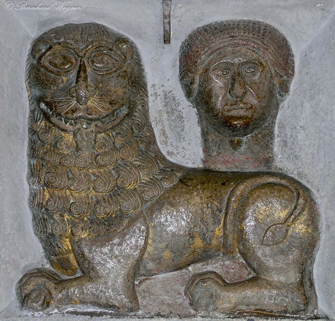 Markuslöwe und Kopf des Hl. Markus im vordersten Pfeiler des südlichen Seitenschiffes