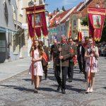 Prozession durch die Johann-Offner Straße ... (© Herr Mag. Bernhard Wagner).