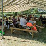 Bei der letzten Bibeleinführung der Stille-Gruppe im Zelt am Silence-Areal (© Herr Mag. Bernhard Wagner).