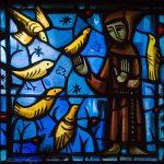 Glasfenster der Kirche von Taizé (Hl. Franziskus) (© Herr Mag. Bernhard Wagner).